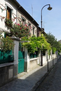 Colourful gates and houses Villa Daviel -