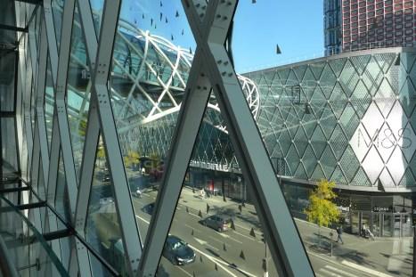 Beaugrenelle Paris-The glass footbridge
