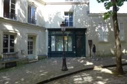 Montmartre-Le Bateau lavoir- place Emile Goudeau