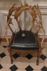 Musee de la chasse et de la nature-Do not sit