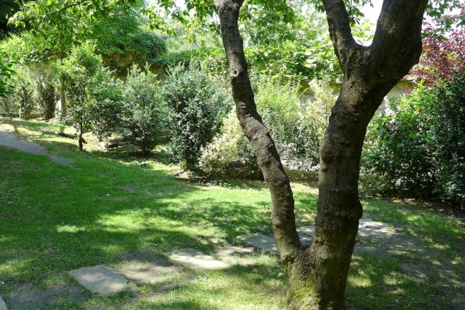Musee de Montmartre - Path leading to the wild part of the gardens