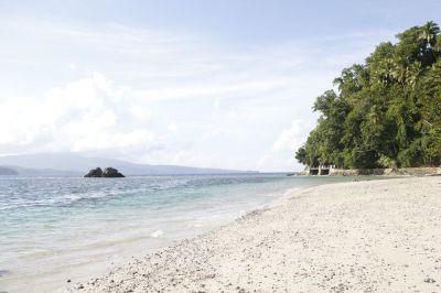 Menikmati Keindahan Hamparan Pasir Pulau Mendaku di Kepulauan Sangihe