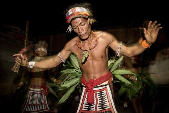 Tradisi Unik dan Menyakitkan dari Suku Mentawai  Good