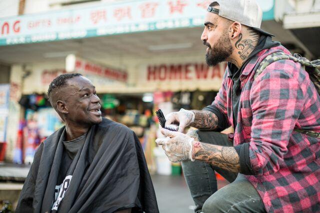nasir sobhani cutting hair 2 copyright Scott Bradshaw
