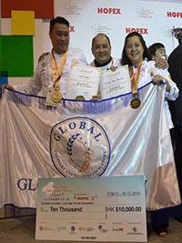 The winners, Michael Madrid and Joan Leslie Dela Cruz