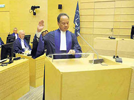 Raul Pangalanan, being sworn in as ICC Judge