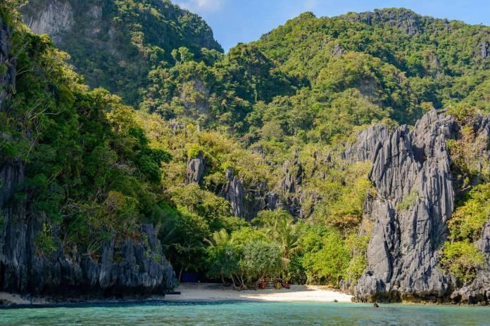 Hidden beach in palawan