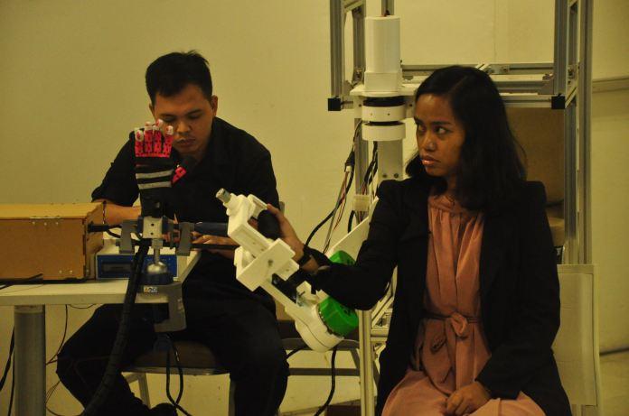De La Salle wearable robots