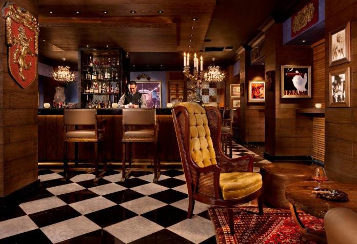 Peninsula Manila's The Bar