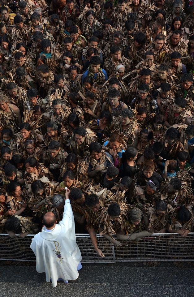 International photographic Mud People