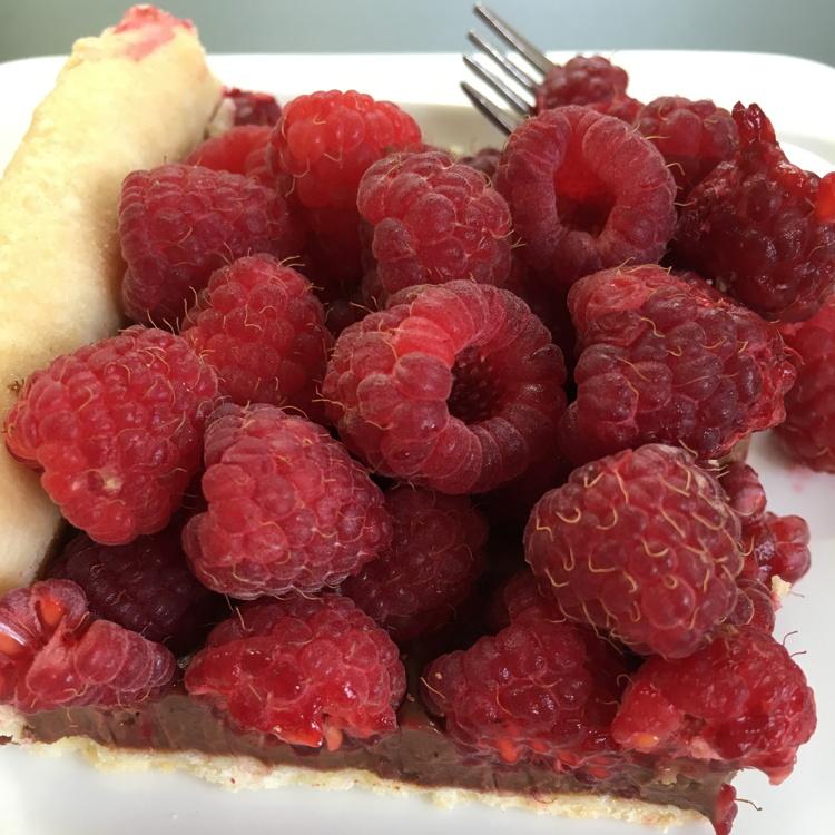 chocolate raspberry tart serving