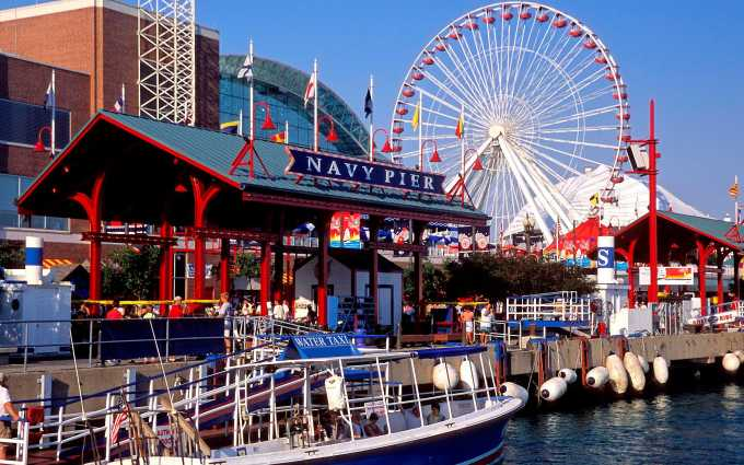 Navy-Pier-Chicago ||7 Chicago hot spots EVERY tourist needs to visit