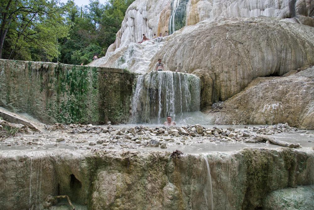 Bagni San Filippo trekking in Toscana tra natura e terme
