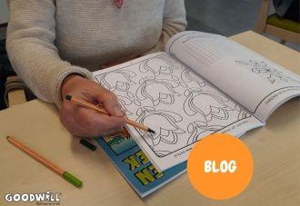 Kleuren in een kleurboek van Goodwill