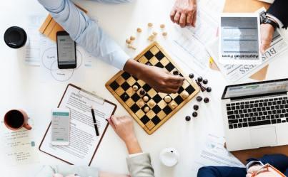 Klasik masa oyunu satranç