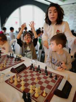 Ataşehir ve Esatpaşa merkezlerimizin Satranç eğitmeni: Asiye Tabanlı