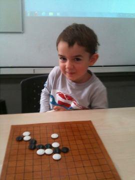 Tayga Bozkurt 3,5 yaşında Go öğrenirken.