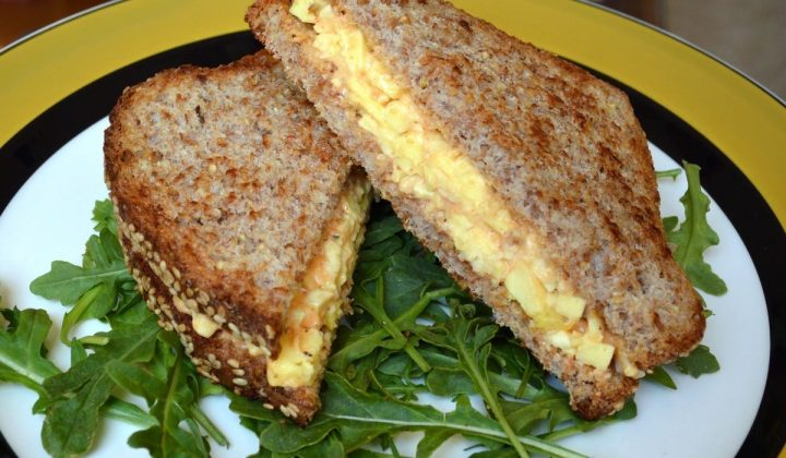 make scrambled egg salad sandwich, yummy