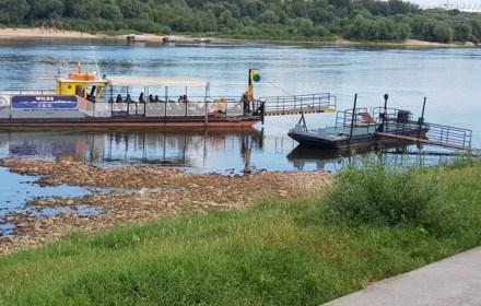 Видно дно. У Варшаві  зафіксований  рекордно низький рівень води у Віслі