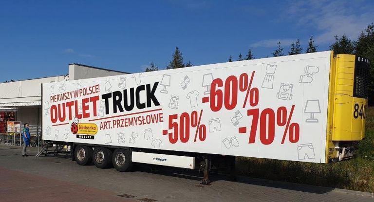 У польських містах з'явилися мобільні магазини Biedronka. Знижки на продукцію  до 70%