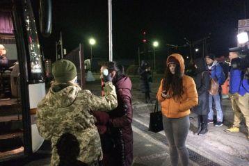 Через пункти пропуску у Львівський області з Польщі повернулося майже 2,5 тисячі українців