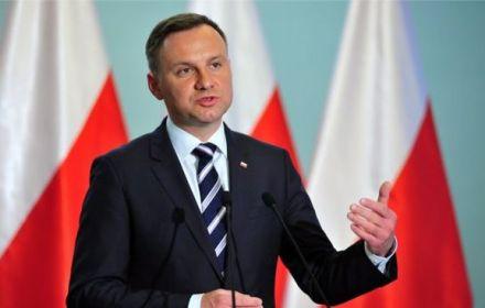 У Польщі хочуть скасувати вибори  та продовжити термін Дуди на 2 роки