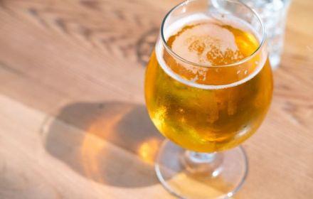 Щоб купити навіть безалкогольне пиво у Польщі треба показувати посвідчення особи