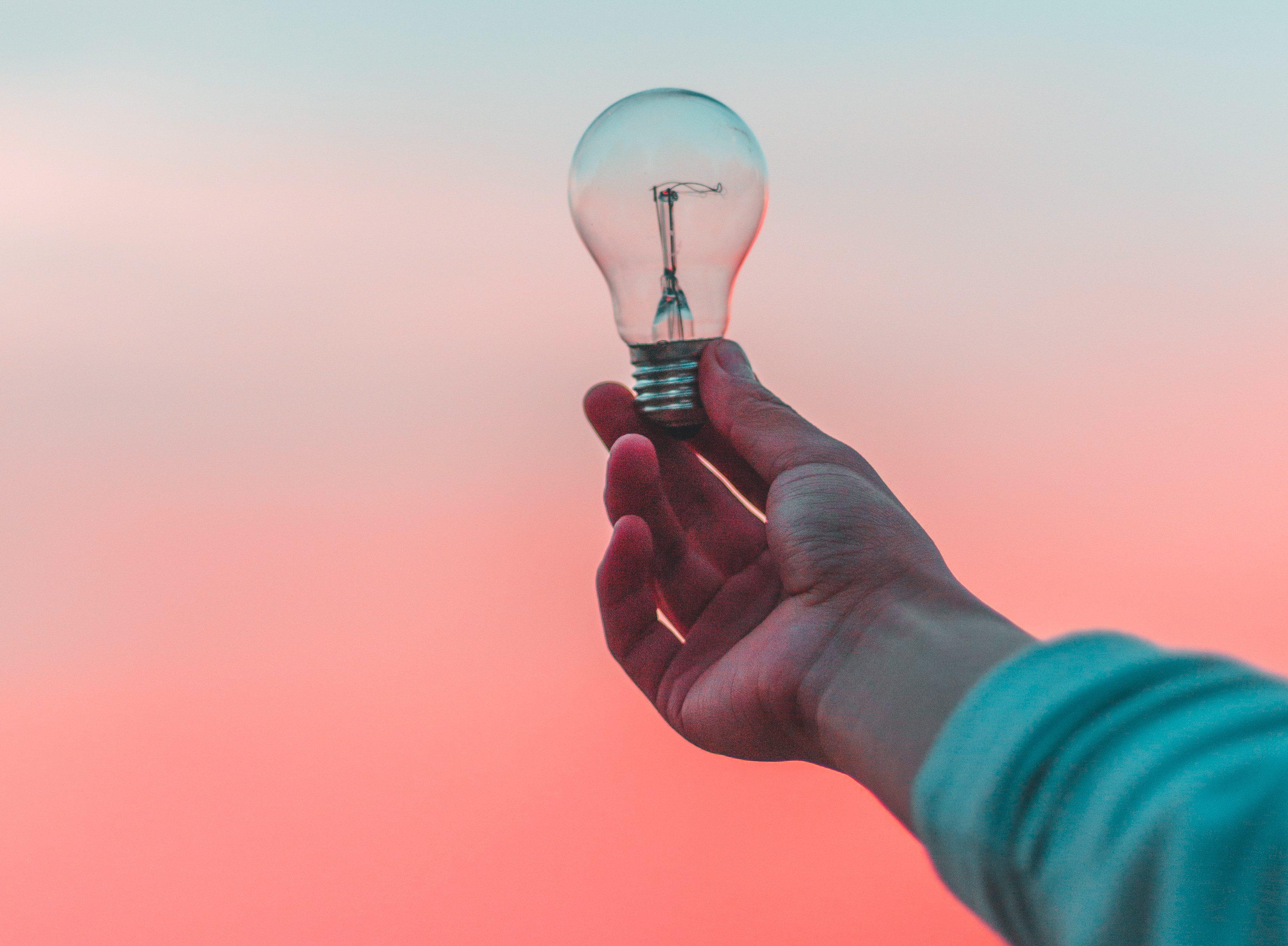 hand holding up a lightbulb