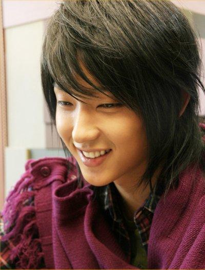 Lee Jun Ki in girly sweater