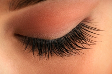 WHICH EYE PRODUCT IS BEST USED WITH EYELASH EXTENSIONS?