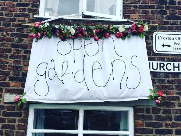Open gardens sign cropped