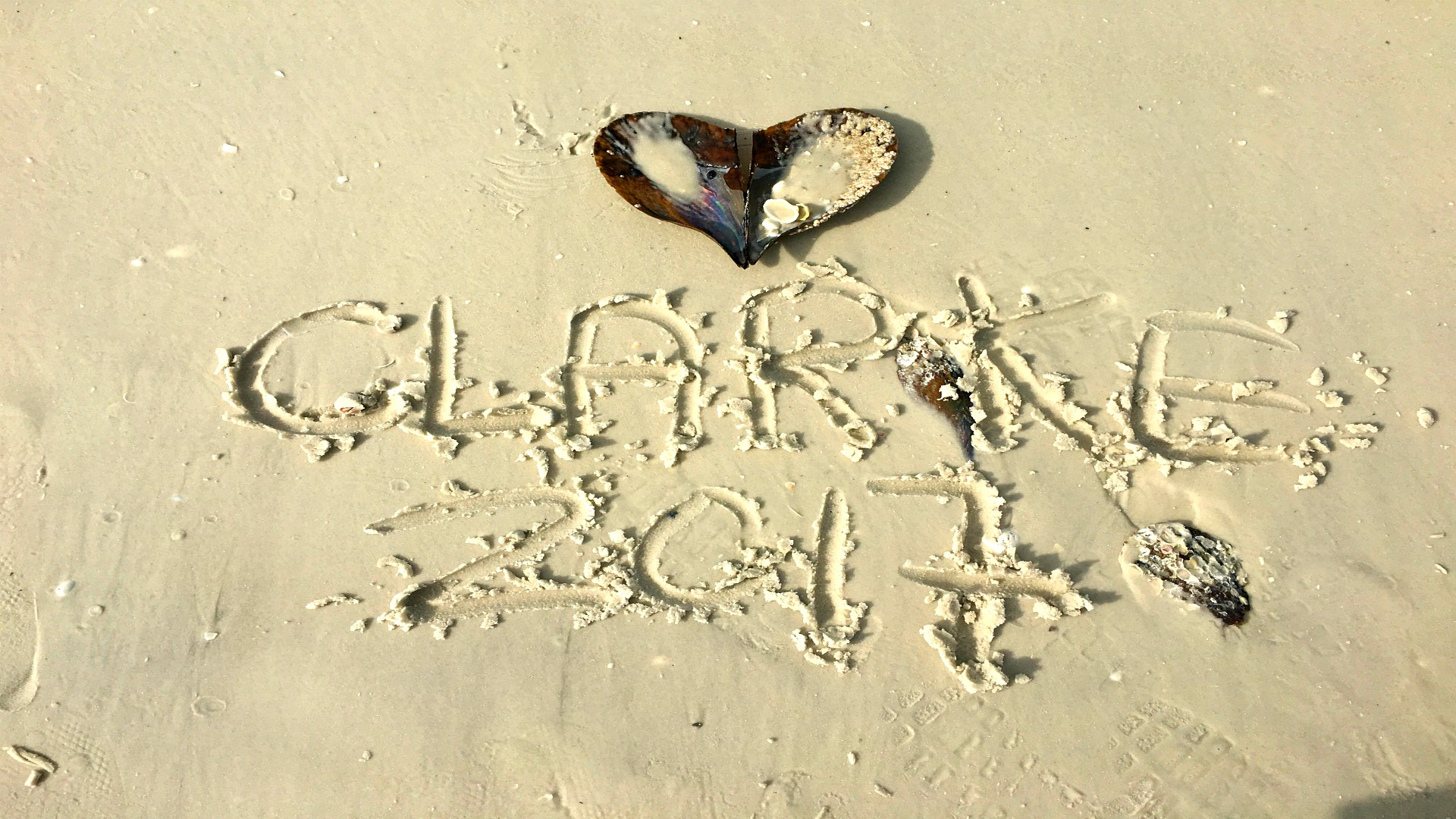 Clarke sign in the sand