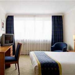 Corner Sofa Bed East London Cleaning Services In Delhi Gatwick Holiday Inn | Unbeatable Hotel Prices For ...