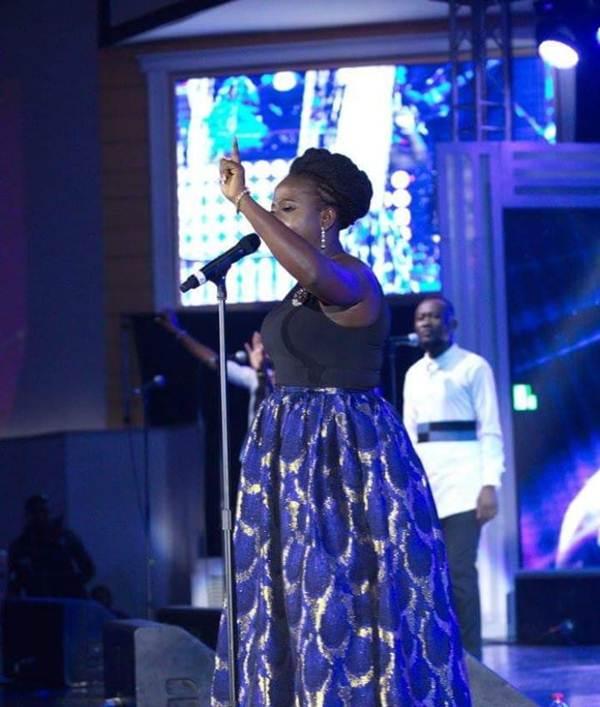 Diana Hamilton Adom Praiz Live