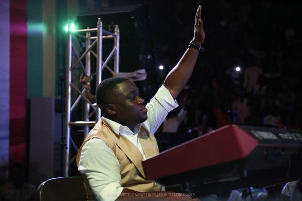 Joe Mettle Thrill Fans in Togo