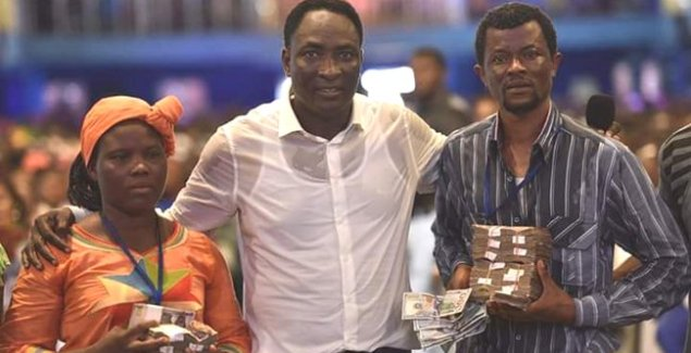 Prophet Jeremiah omoto Showers Money On Fellow Pastor
