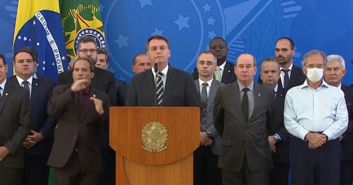 Bolsonaro cita chantagem de Moro e diz que nunca pediu blindagem