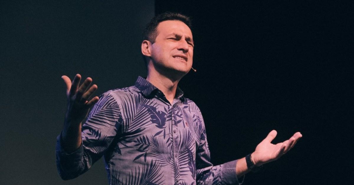 """""""Deus está nos desacelerando para construir um relacionamento mais profundo"""", afirma pastor"""