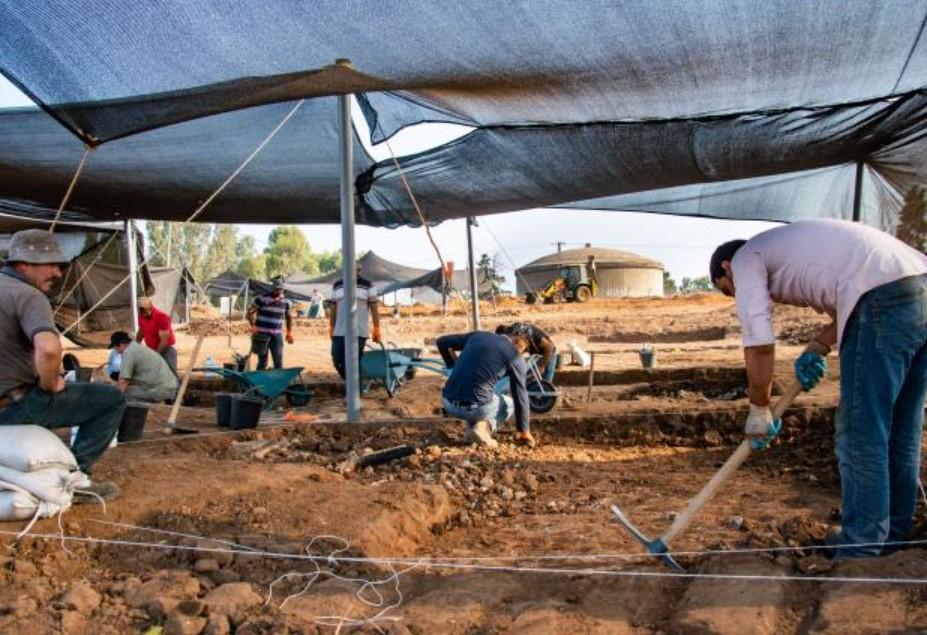 Arqueólogos trabajando