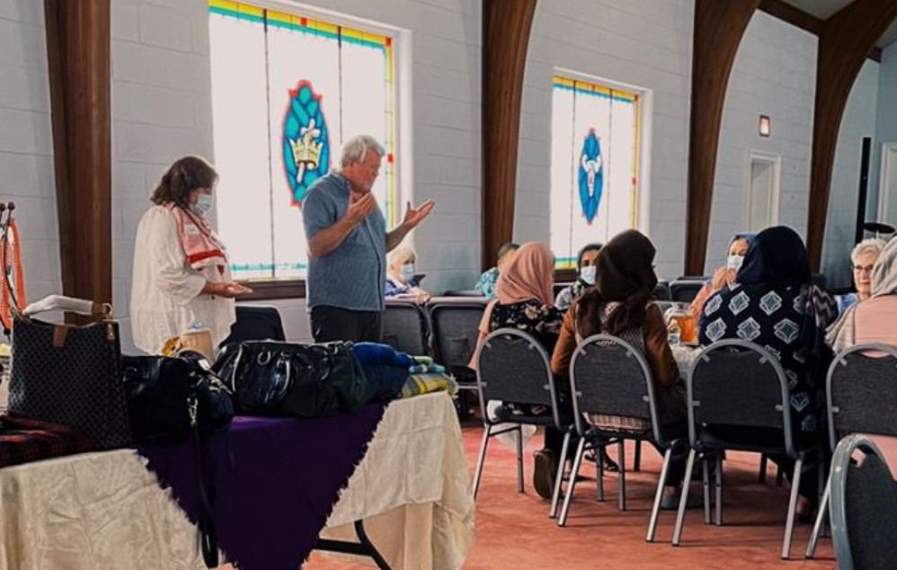 Igreja ministra aulas para afegãos