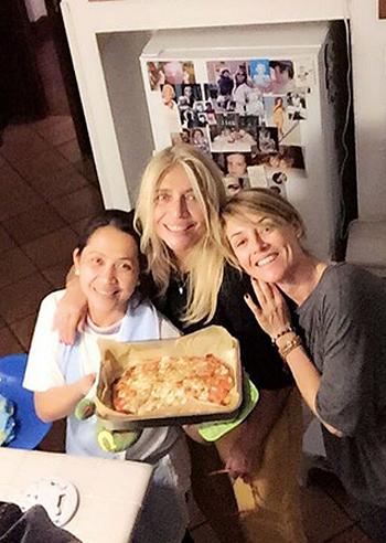 Mara Venier una pizza con la figlia Elisabetta Ferracini il nipotino Giulio e Tata  Gossipit