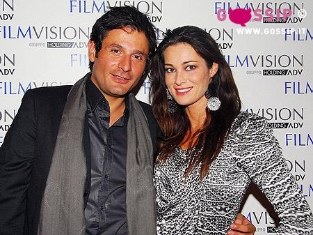 Il produttore Gianluca De Marchi con lamica Manuela Arcuri  Foto e Gossip