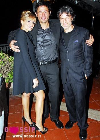 Anche Manuela Arcuri e Daniele Pecci brindano sulla terrazza dellhotel Bernini di Roma alla