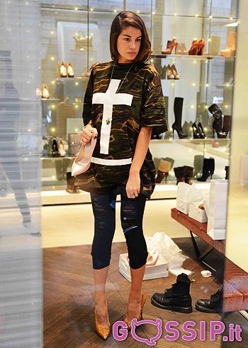 Francesca Fioretti va nello shop per cambiare le scarpe le foto  Foto e Gossip