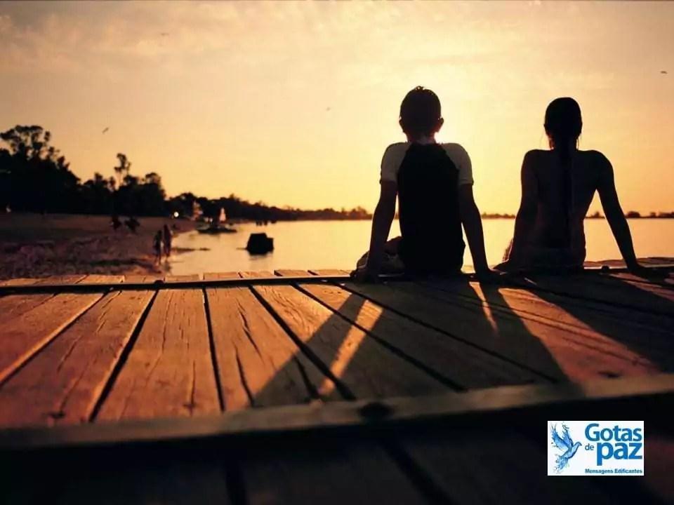 Amizade não é estar sempre perto fisicamente, mas sim estar unido espiritualmente