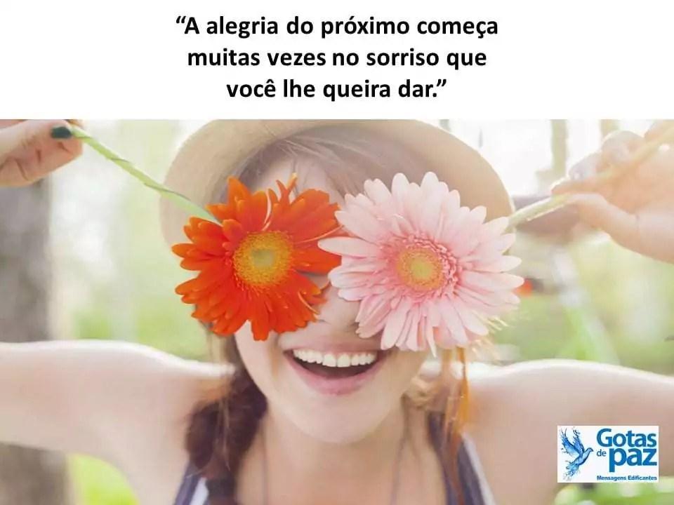 """""""A alegria do próximo começa muitas vezes no sorriso que você lhe queira dar."""""""