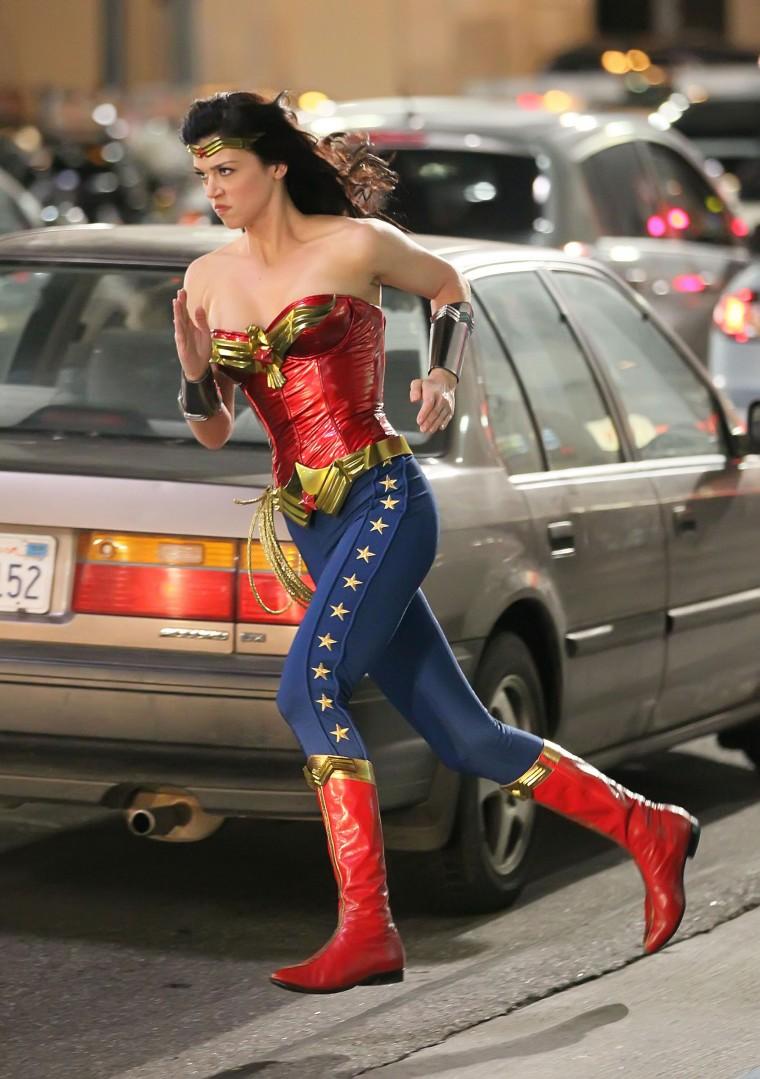 Adrianne Palicki Wonder Woman Unaired Pilot for NBC running through traffic