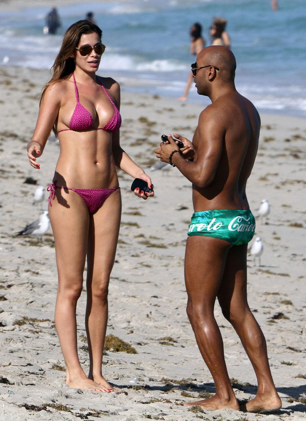 Aida Yespica  Hot in a Pink Bikini in Miami27  GotCeleb