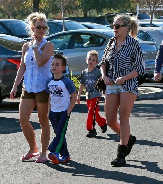 Jamie Lynn And Britney Spears Shopping Candids At Target