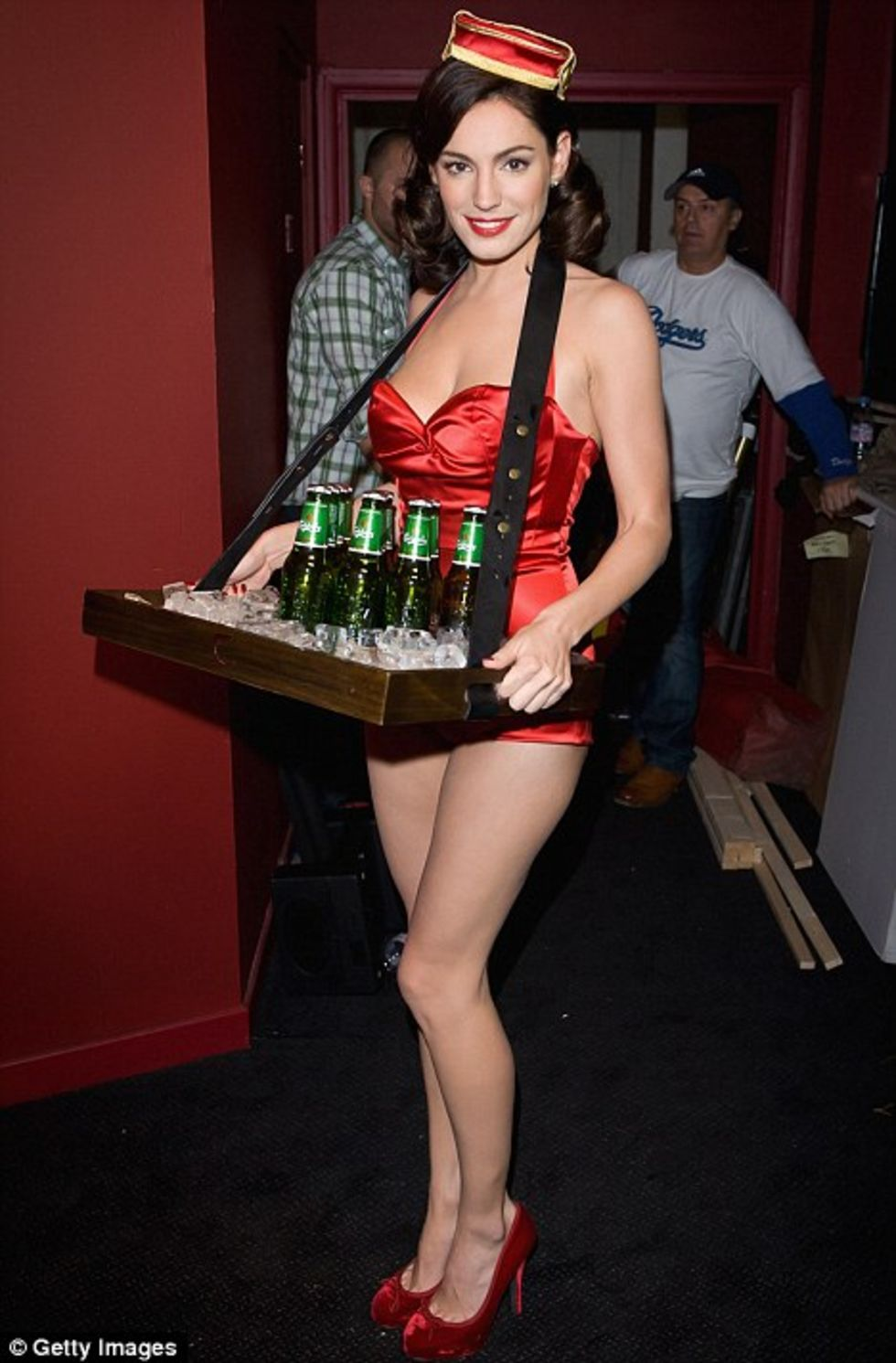 Pin Up Girl Art Vintage Wallpaper Kelly Brook In Red Jumpsuit Carrying Beers At Clapham